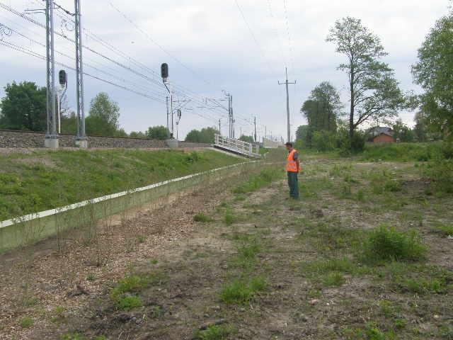 Płotek przy linii kolejowej E75